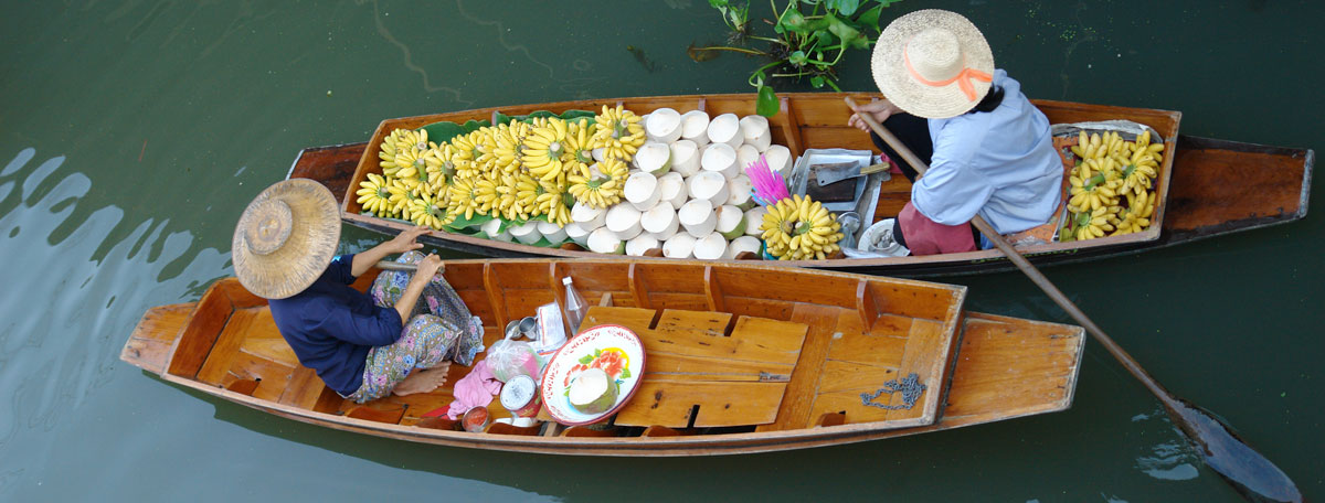 Floating market in Ratchaburi, Thailand